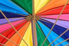 彩虹遮阳伞伞 免版税库存照片