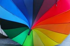 彩虹遮阳伞 免版税库存图片