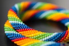 从彩虹颜色的小珠的被编织的项链 库存图片