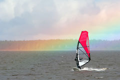 彩虹风帆冲浪者 免版税图库摄影