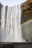 彩虹,夫妇, Skà ³ gafoss,瀑布在南冰岛 免版税图库摄影