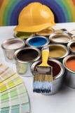彩虹,罐子有颜色油漆的金属罐头 免版税图库摄影