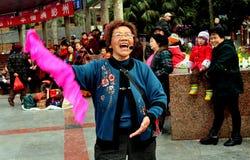 彭州,中国: 唱歌的&跳舞的妇女 免版税图库摄影
