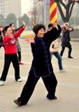 彭州,中国: 执行Tai的妇女'池氏 库存照片