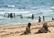 彭巴,莫桑比克- 5个DESEMBER 2008年:晒日光浴人的 免版税库存照片