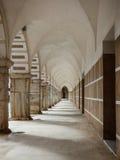 阴影和曲拱在广场亚尔他在巴达霍斯 库存图片