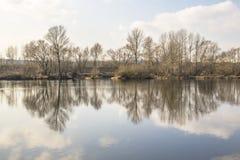 阴影在河 库存图片