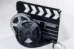 影片照相机黑板和卷 免版税库存图片
