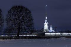 彼得保罗堡垒地标圣彼得堡夜 免版税库存图片