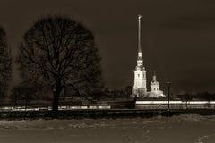 彼得保罗堡垒地标圣彼得堡夜 免版税库存照片