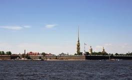 彼得和保罗堡垒和内娃河的看法 彼得斯堡圣徒 免版税库存图片