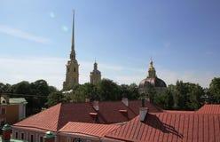 彼得和保罗堡垒的大教堂的钟楼的尖顶 圣彼德堡 库存照片