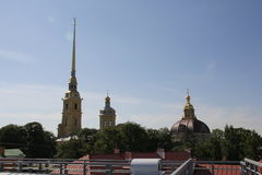 彼得和保罗堡垒的大教堂的钟楼的尖顶 圣彼德堡 免版税库存照片