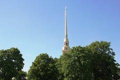 彼得和保罗堡垒的大教堂的钟楼的尖顶 圣彼德堡 免版税图库摄影