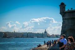彼得和保罗堡垒的海滩在圣彼德堡,俄罗斯 免版税库存图片