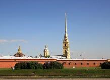 彼得和保罗堡垒的看法从火炮博物馆的 彼得斯堡圣徒 库存照片