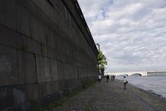 彼得和保罗堡垒的石墙在圣彼德堡 免版税库存图片