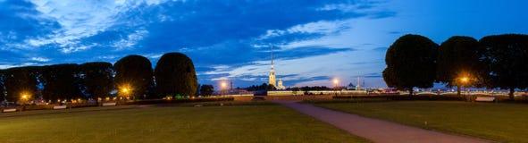 彼得和保罗堡垒,圣彼德堡的夜视图 库存图片