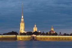 彼得和保罗堡垒, 6月夜的看法 彼得斯堡圣徒 免版税图库摄影
