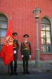 彼得和保罗堡垒(城市博物馆)的仪仗队排在堡垒的被铺的庭院里 库存图片