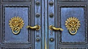 彼得和保罗大教堂的门在Pécs,匈牙利 库存图片