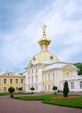彼得宫殿。 圣彼德堡,俄国。 图库摄影