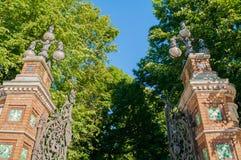彼得斯堡俄国st Michaels庭院的篱芭在圣彼德堡,俄罗斯在晴朗的夏日 库存照片