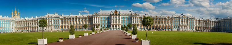 彼得斯堡,俄罗斯- 2017年6月29日:凯瑟琳` s宫殿霍尔在Tsarskoe Selo普希金,俄罗斯 库存图片