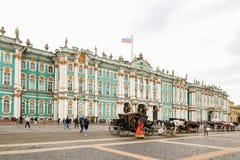 彼得斯堡,俄罗斯- 2017年6月30日:宫殿正方形 俄国 库存照片