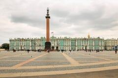 彼得斯堡,俄罗斯- 2017年6月30日:宫殿正方形 俄国 免版税库存照片