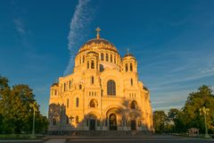 彼得斯堡,俄罗斯- 2017年6月29日:NIKOLSKY KRONSHTADT的海大教堂是俄国军事海舰队的主要教会 免版税库存照片