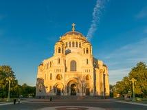 彼得斯堡,俄罗斯- 2017年6月29日:NIKOLSKY KRONSHTADT的海大教堂是俄国军事海舰队的主要教会 库存图片