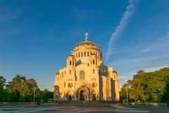 彼得斯堡,俄罗斯- 2017年6月29日:NIKOLSKY KRONSHTADT的海大教堂是俄国军事海舰队的主要教会 免版税库存图片