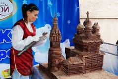 """彼得罗扎沃茨克,俄罗斯†""""2010年6月16日:酥皮点心巧克力工厂 库存照片"""