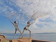 彼得罗扎沃茨克 Onezhskaya堤防的雕刻的构成渔夫 免版税库存图片