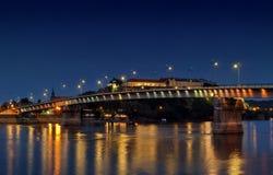 彼得罗瓦拉丁堡垒在夜,出口节日地方之前在塞尔维亚 免版税库存图片