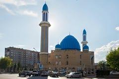 彼得罗巴甫尔,哈萨克斯坦- 2015年7月24日:现代清真寺克孜勒Zhar 免版税库存照片