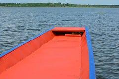 往下个目的地的船首 免版税库存图片