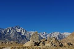 往内华达山脉,加利福尼亚的阿拉巴马小山 免版税库存图片