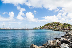 往加勒比购物的Mal的岩石防波堤 图库摄影