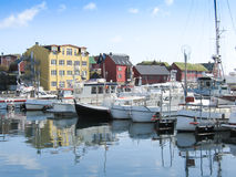 往半岛的Tinganes的Torshavn港口 库存图片