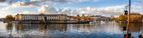 往大教堂的布里斯托尔都市风景秋季全景从在布里斯托尔采取的港口,Avon,英国 库存图片