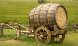 从往日的木美好的强麦酒(啤酒)桶 免版税库存图片