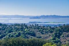 往旧金山的看法从不可靠的峡谷地方公园,东部旧金山湾,康特拉科斯塔县,加利福尼亚 免版税图库摄影
