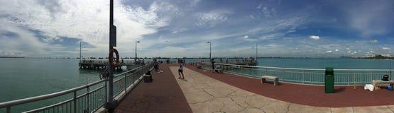 往海洋亚洲的跳船道路 免版税图库摄影