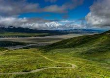 往登上Denali前丹奈利峰的阳光视图在德娜 库存图片
