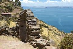 往的喀喀湖的看法从Taquile海岛 免版税库存图片