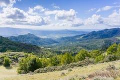 往索诺马谷, Sugarloaf里奇国家公园,索诺马县,加利福尼亚的看法 图库摄影