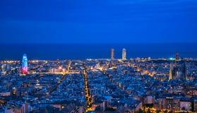 往视图的空中巴塞罗那市山地平线tibidabo 库存照片