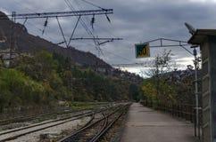 往连接点的看法在老火车站,伊斯克尔污蔑, Lakatnik 免版税库存照片